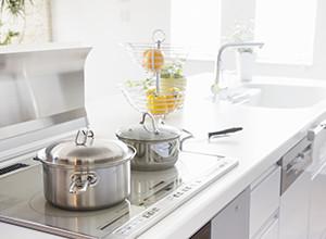 すぐ汚れてしまい掃除が大変なので汚れにくく掃除しやすいキッチンにしたい