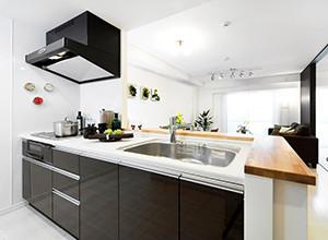 狭いキッチンを広く開放的にしたい